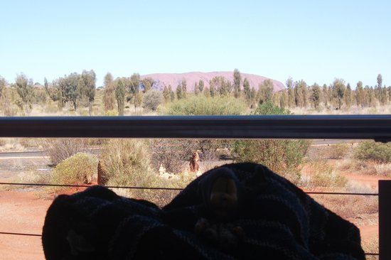 Desert Gardens Hotel, Ayers Rock Resort: balcony with view of uluru