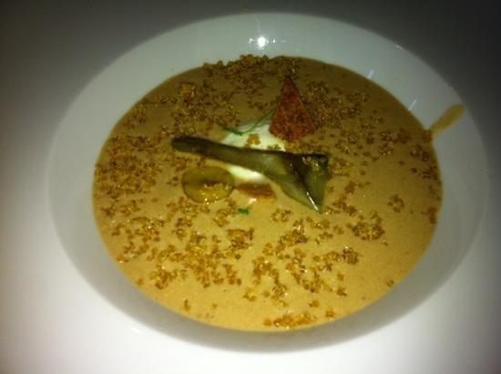 Europea: Mushroom soup with burata cheese