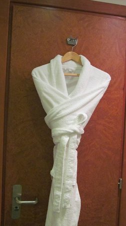 Crowne Plaza Hotel Dubai: Bath towel