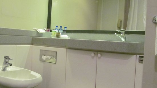 Crowne Plaza Hotel Dubai: Washroom