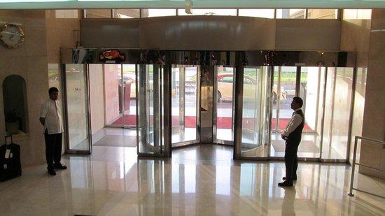 Crowne Plaza Dubai: Hotel Entrance