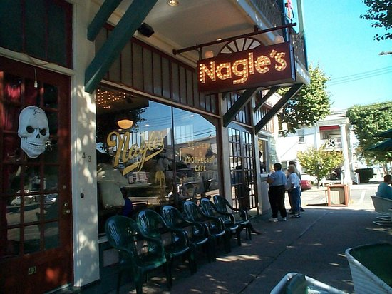 Nagle's Apothecary Cafe : The entrance of Nagle's
