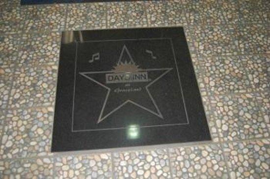 Days Inn Memphis at Graceland: Front door entrance