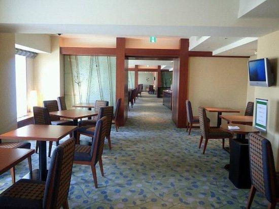 RIHGA Royal Hotel Osaka: カフェラウンジ(セルフサービス)