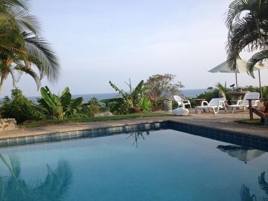 Apartamentos Iguanas: tarde en piscina...