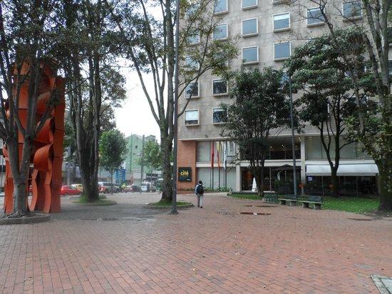 Cité Hotel: Hotel Cité - Fachada vista do Parque El Virrey