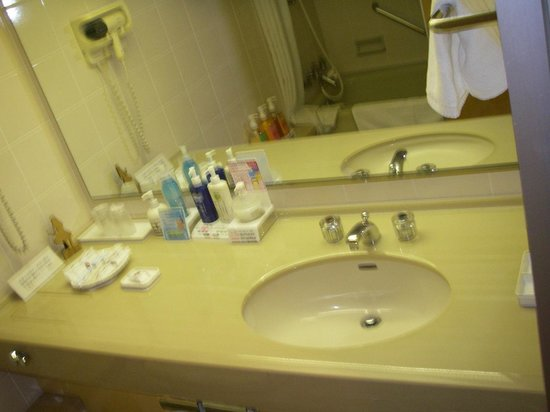 Hotel & Resort Sunshine Sazan Seto: 洗面台