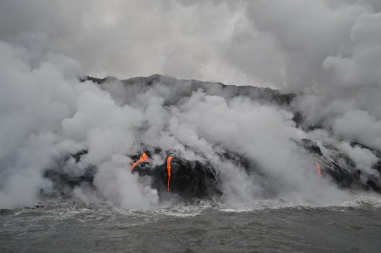 Lava Ocean Tours Inc: Lava flowing into the ocean