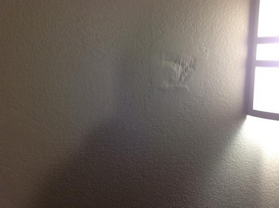 Motel 6 Chandler: poor repair job