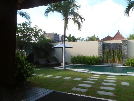 RC Villas & Spa: view from room to pool