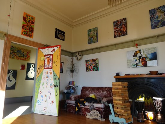 Chillawhile Backpackers Art Gallery: Musical lounge room