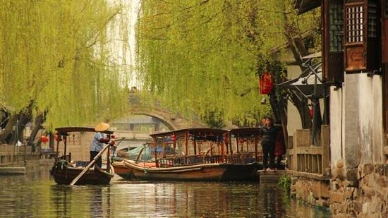 Zhouzhuang Water Town: tourist boats along the canals...