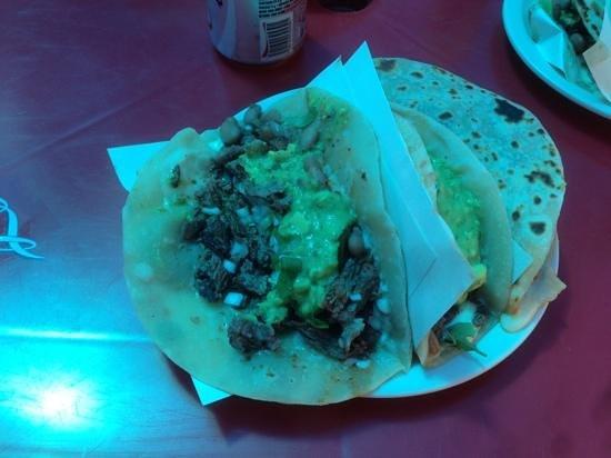 Tacos El Yaqui: perrones