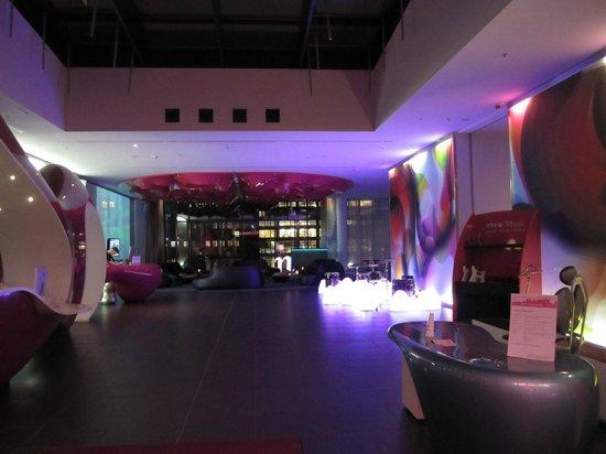 nhow Berlin: Eingangsbereich