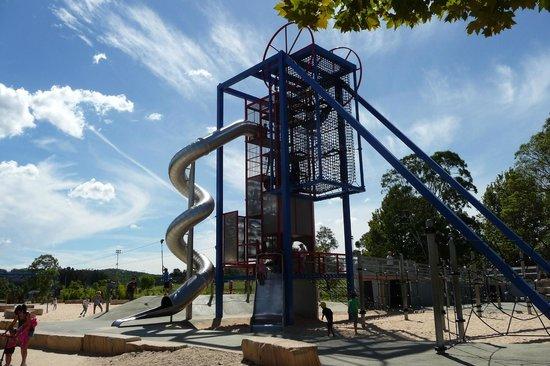Speers Point Park: Slide & climbing frame