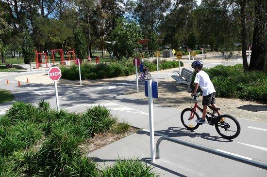 Speers Point Park: Bike track