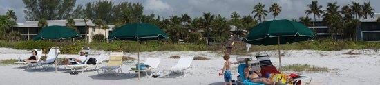 Sanibel Inn: Beach