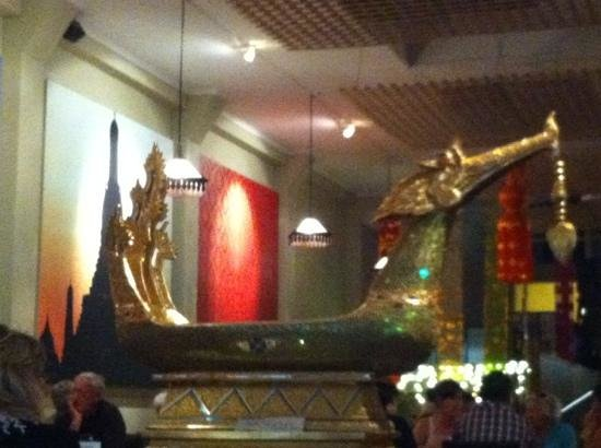 Thai Chef's Restaurant : golden dragon boat piece