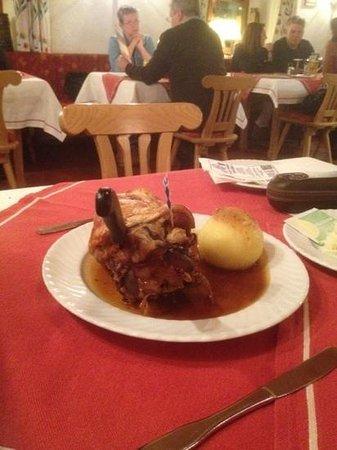 Brauerei-Gasthof Hotel Post: Pork knuckle
