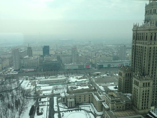 InterContinental Hotel Warsaw: вид из окна 37 этажа на утренний пейзаж весенней Варшавы