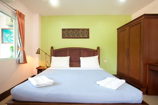 Baan Sutra Guesthouse: Deluxe Double Room