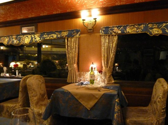 Orient Express French restaurant : the restaurant interior, inside of a train carriage
