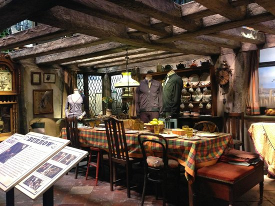 Privet drive picture of warner bros studio tour london the making of harry potter - Harry potter casa ...