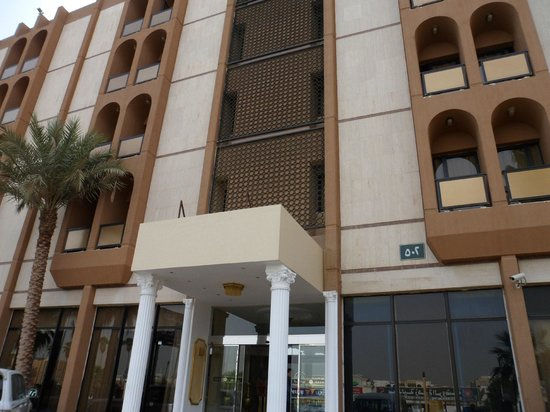 Al Seteen Palace Hotel: blick von der Strasse
