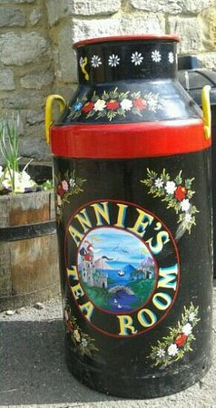 Annie's Tea Room: Outside Annies Tearoom