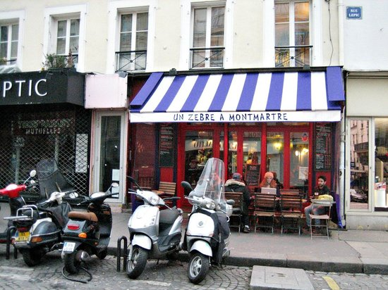 Comfort Hotel Place du Tertre: Zebra au Montmartre, nicest plaze to dine in the neighborhood.