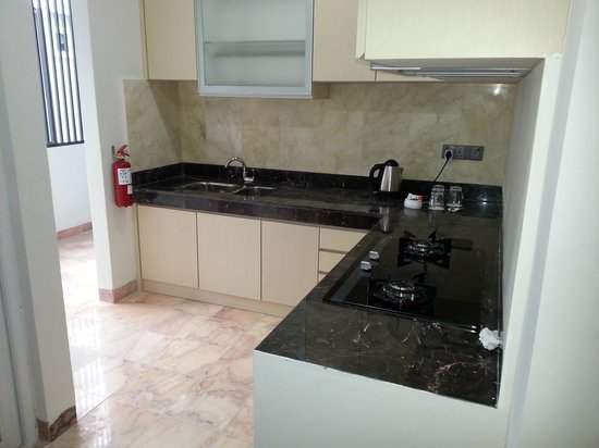 The Centro Hotel and Residence: spacious kitchenette