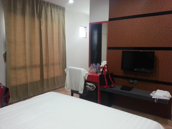 The Centro Hotel and Residence: spacious bedrooms with king-sized beds