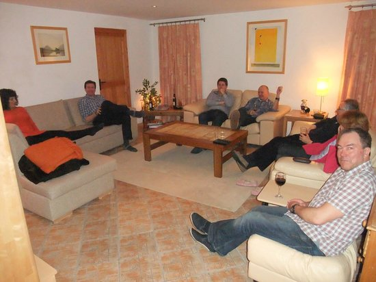 Chalet Gove: A very relaxing evening - unless the Wii Dance is going!