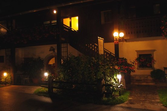 House Klasika: Night view