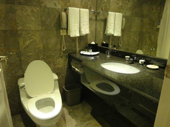 Kimberley Hotel: キンバリーホテルの水回り