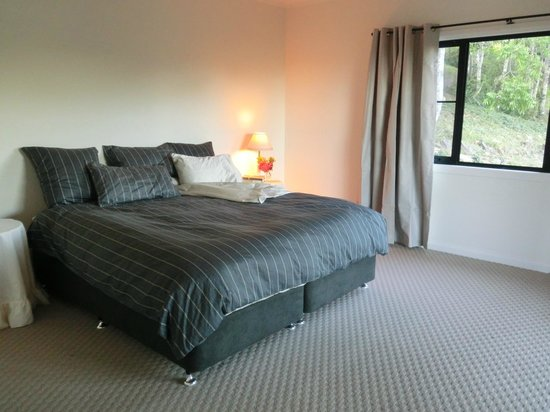 Mount Christopherson Retreat: The Avalon apartment bedroom
