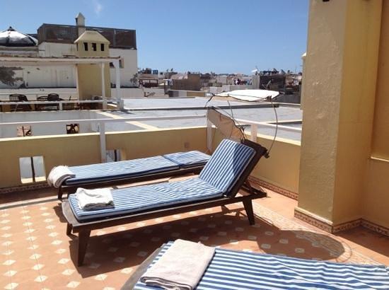 Riad Watier : au premier plan la terrasse detente et au second la terrasse petit dejeuner