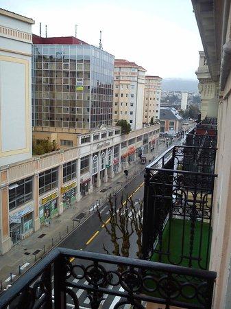 BEST WESTERN Hotel Riviera by HappyCulture: A due passi dalla stazione (struttura successiva ai due palazzi gialli), vista dal balcone.