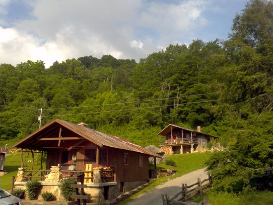 Three Bear Holler Cabin Rentals: Baby Bear and Mamma Bear Cabins