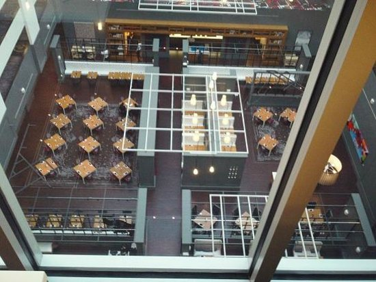 Hilton Columbus Downtown: looking down at the gallerie Bistro