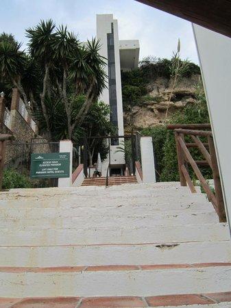 Parador de Nerja: The elevator to the beach
