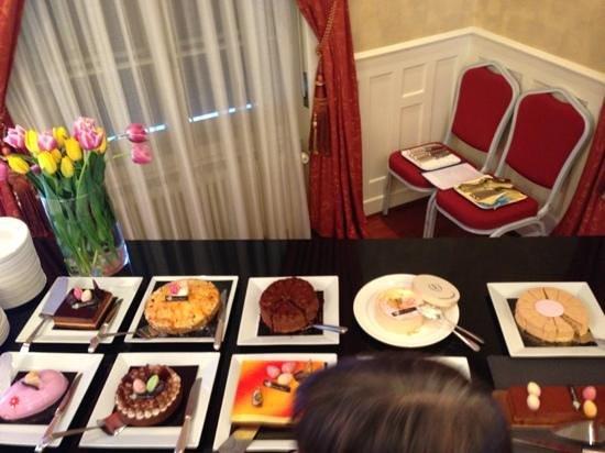 L'Hôtel de la Prairie: brunch-desserts à Pâques
