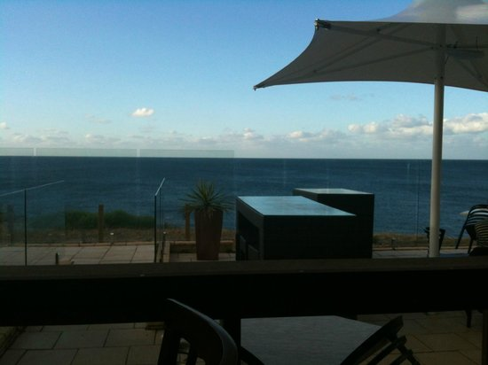 Penneshaw Hotel : View from our table - out to sea!