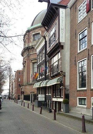 Singel Hotel Amsterdam: Outside view of Singel Hotel, late March