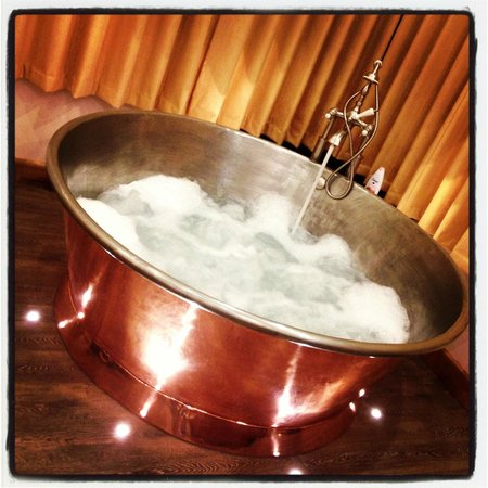 Wooldown Holiday Cottages: Amazing bath!