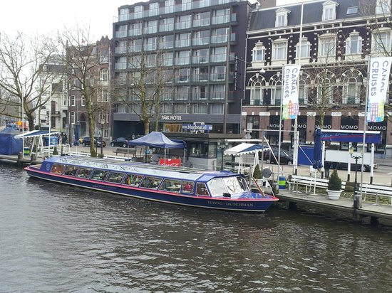Park Hotel Amsterdam: View of park hotel from canal bridge