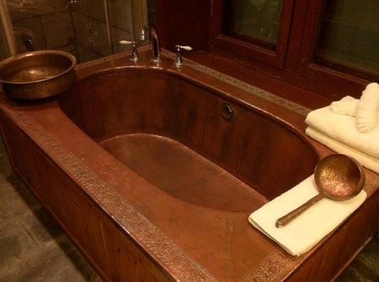 Songtsam Shangri-la (Lugu) Hotel: metal bath tub