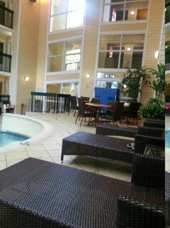 Econo Lodge Riverside: poolside