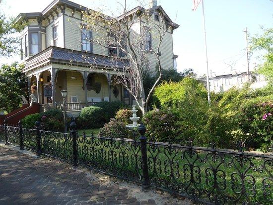 Roussell's Garden: Exterior/Front Garden Area