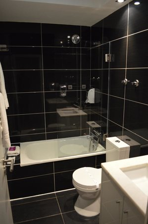 Ribeira Tejo by Shiadu: Bathroom Room 3.04